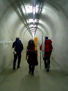 トンネルを歩く Walk in the tunnel