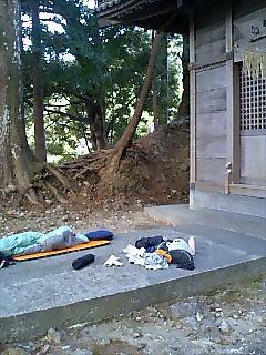 今日もやっぱり神社で野宿 Today I slept at shrine again.