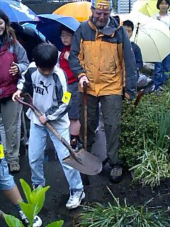 富士宮市大宮小学校での植樹 Tree plantin at Omiya elementary school fujinomiya city