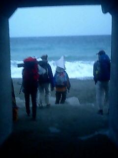 トンネルを抜けると、そこは海 Go through tunnel, there is beach.