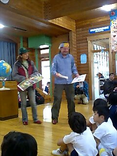 初島小中学校で講演 Speaking at Hatsushima elementary/junior high school