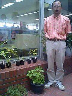音威子府村役場に苗木を寄贈しました。 We gave seedlings to Otoinepp village hall