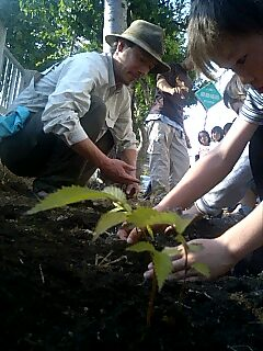 札幌市新光小学校で植樹 Tree planting at Shinko elementary school