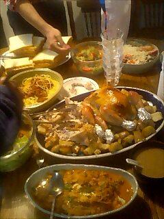 ブッシュピッグ宅で晩餐会 Dinner party at Bush pig house
