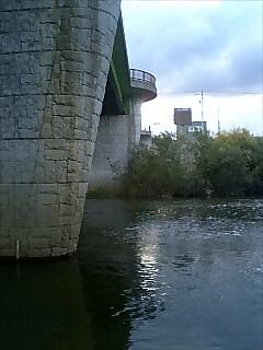 札幌の河辺にて At the river side, Sapporo.