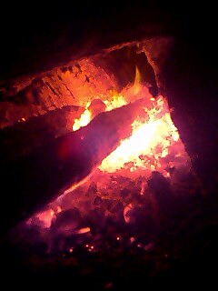 今日は火を焚いてます。 fire night