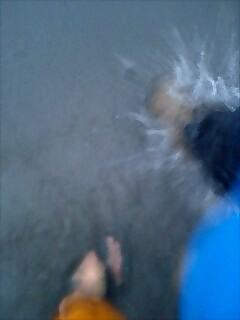 雨の中を歩く walking in the rain