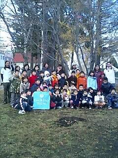 札幌市のみどり小学校で講演と植樹 Speaking and treeplanting at Midori elementaly school in Sappor