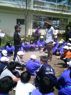 草津小学校での植樹