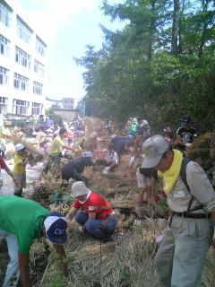 「現場主義」宮脇先生の植樹に参加。