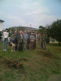 神田川沿いで植樹
